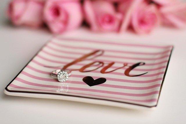כיצד להתאים אישית טבעת אירוסין? 5 טיפים מוצלחים